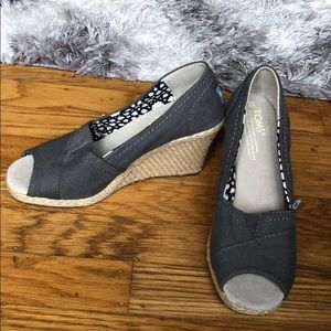 Toms size 5 wedge lightly worn